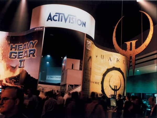 Activision needed an exhibit design that incorporated many twists, turns and curves and they needed it fast for the E-3 Convention. Platon went to work creating this fabulous eye-catching display in just a few weeks.