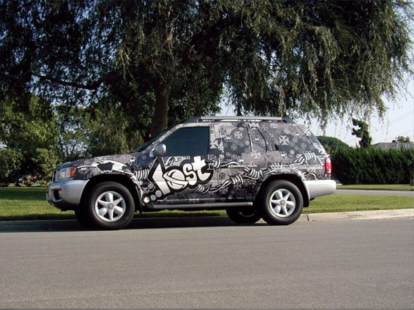 Full body vehicle graphics make everyone stop and look, and let's face it- that's the idea of advertising. Let Platon help you brainstorm a creative mobile display solution.